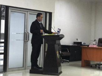 Dosen Universitas Sulawesi Barat (Unsulbar), Wahyu Maulid Adha (44) akhirnya meraih gelar pendidikan Strata Tiga (S3). Gelar tersebut diraih pria kelahiran Parepare ini usai sidang promosi doktor di program studi (Prodi) Ilmu Ekonomi Pascasarjana Universitas Hasanuddin (PPs Unhas) Makassar di Aula Unhas, Kamis 17 Januari 2019 lalu.
