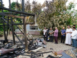 Bupati Sidrap, H Dollah Mando mengunjungi korban kebakaran di Rappang.