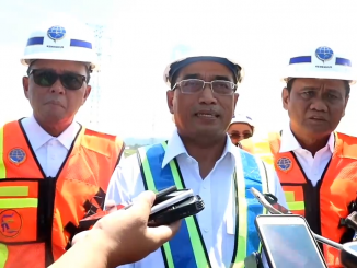 Gubernur Sulawesi Selatan Nurdin Abdullah (kanan), Menteri Perhungan Budi Karya Sumadi (tengah), dan Bupati Barru Suardi Saleh (kiri).