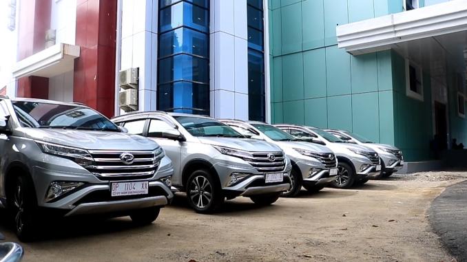 Kendaraan Dinas baru untuk Camat Mallusetasi, Camat Soppeng Riaja, Camat Barru, Camat Tanete Rilau, dan Camat Balusu.