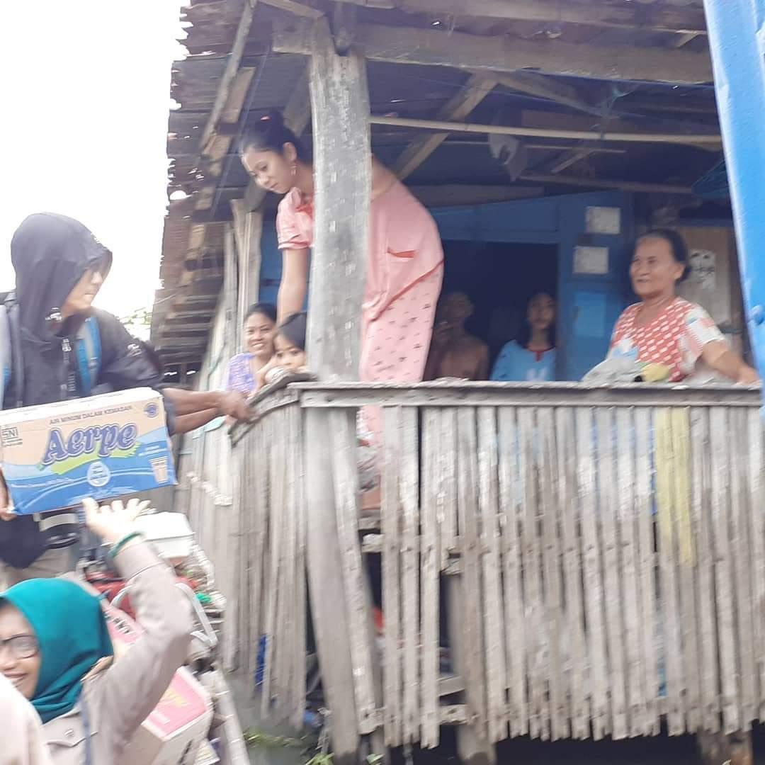 Jurnalis Parepare Dan Yayasan Manusia Indonesia Serahkan