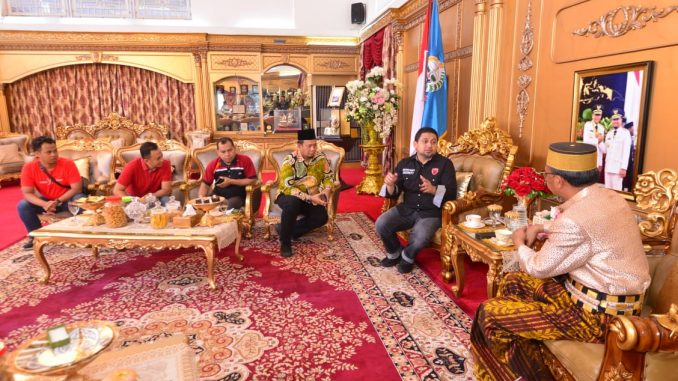 Gubernur Sulsel, Nurdin Abdullah menerima Manager PSM Munafri bersama rombongan di Rujab Gubernur Sulsel.