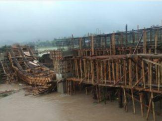 Pembangunan Sudah Capai 80 Persen, Konstruksi Jembatan di Barru Diterjang Arus Sungai