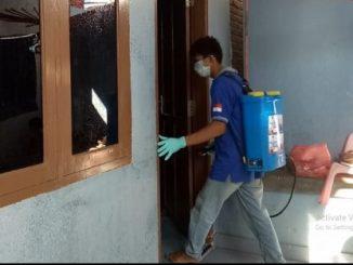 Tim Nasdem Peduli YL Semprot Disinfektan dan Bagi-bagi Hand Sanitizer, Begini Komentar Warga