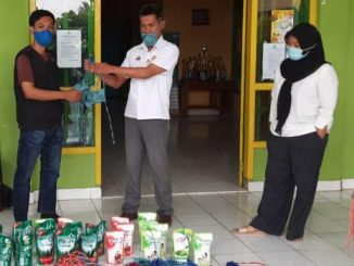 Baznas Enrekang Serahkan Bantuan Masker dan Disinfektan pada Kecamatan Curio