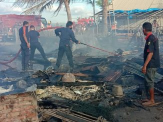 Dua Rumah Ludes Terbakar di Pesisir Pantai Pinrang