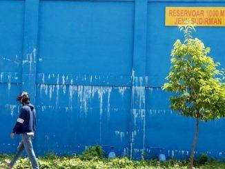 Diduga Kualitas Bangunan Buruk, Air Merembes Keluar dari Dinding Reservoir
