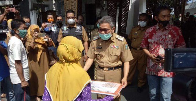 Pemkot Parepare Salurkan Bansos Covid-19, Sasar Warga Tak Tersentuh Bantuan dan Lasian