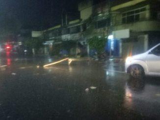 Akibat Bajir, Warga Palang Jalan Bau Massepe dari Perempatan Jalan Jambu Hingga Lampu Merah Pasar Labukkang