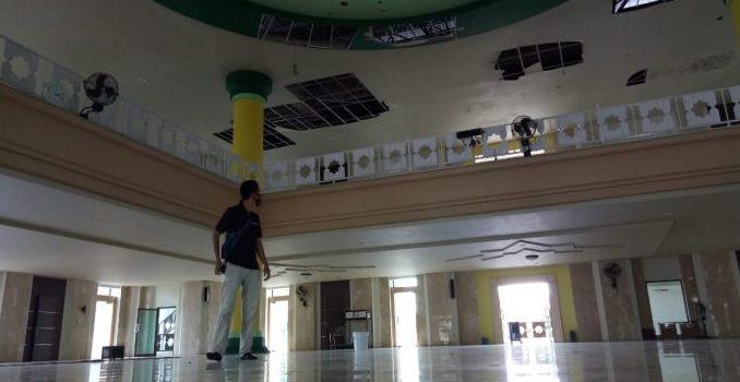 Plafon Masjid Agung Parepare Tak Kunjung Diperbaiki