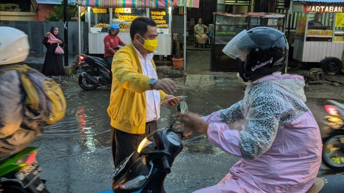 Sambangi Tokoh Senior dan Bagi-bagi Masker, Cara Golkar Parepare Sambut HUT Ke-56 2