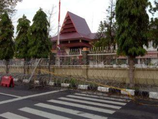 Kantor Wali Kota Parepare Dipasangi Pagar Berduri dan Garis Polisi