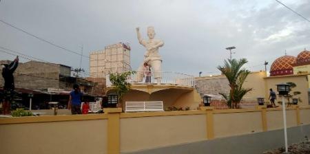 Patung Andi Takko