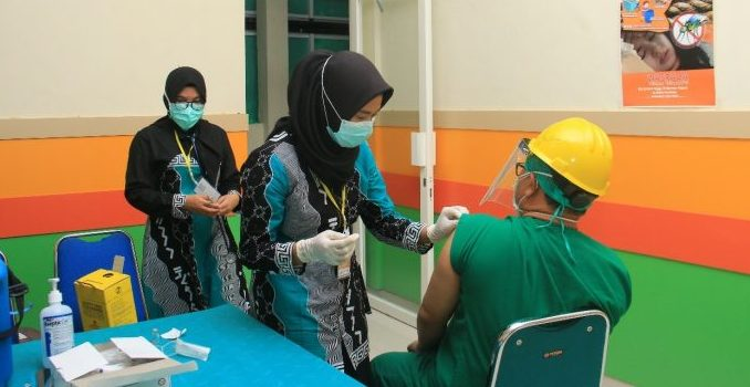 Mulai Perawat, Bidan, Hingga Dokter di RSUD Andi Makkasau Parepare Divaksin
