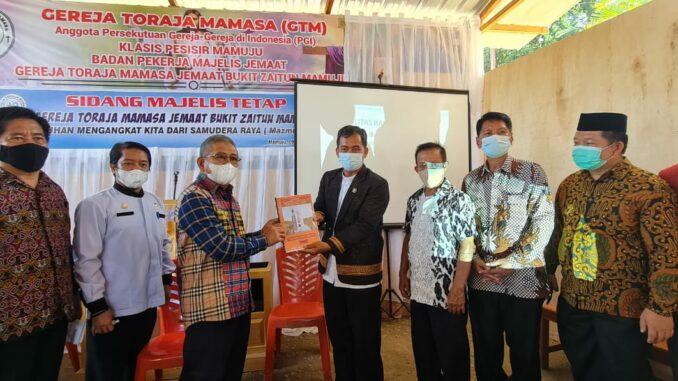 Rusak Parah Pasca Gempa, Gubernur Sulbar Bantu Rehab Gereja Toraja Mamasa